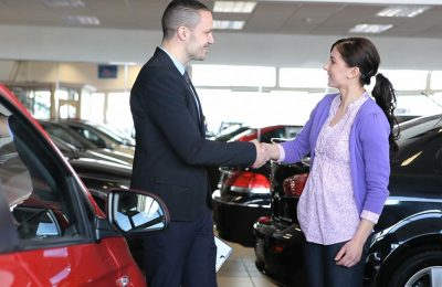 Comparing & Choosing Between Car Dealerships: A Quick Guide!